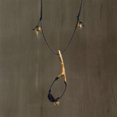 SLINGSHOT NECKLACE