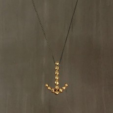 BUBBLES ARROW NECKLACE