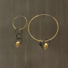SKULL HOOP EARRINGS ASYMMETRICAL