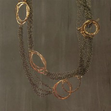 ASYMMETRIC CIRCLES CHAIN NECKLACE