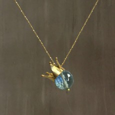 CROWN PENDANT BLUE SPINEL