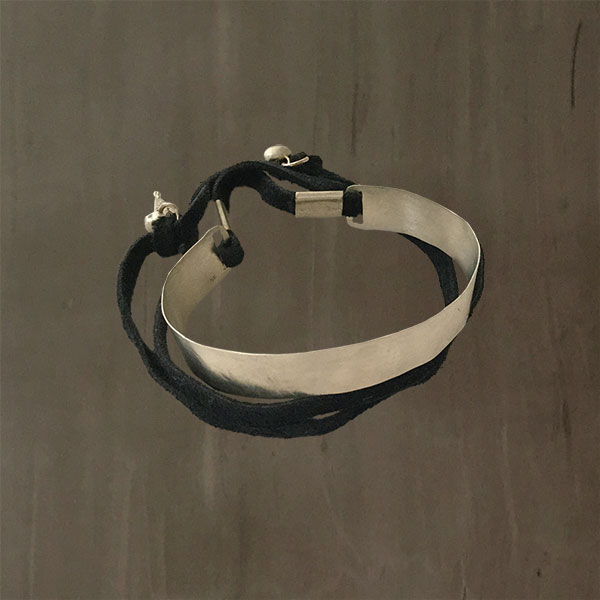 PLATE BRACELET WITH LEATHER